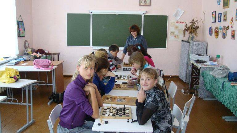 Соревнования по шашкам.